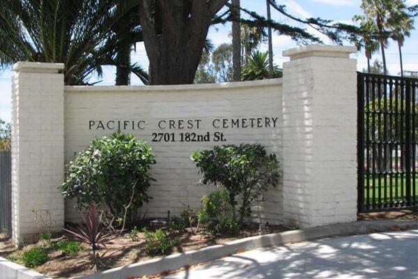 Pacific Crest Cemtery Entrance